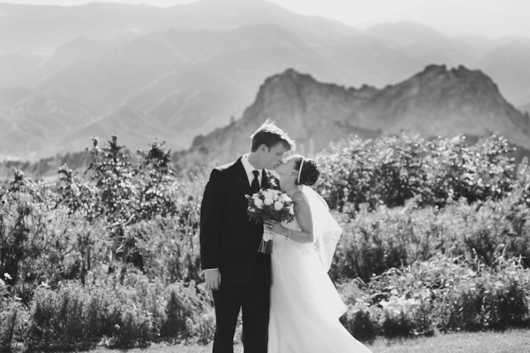 garden-of-the-gods-bride-and-groom