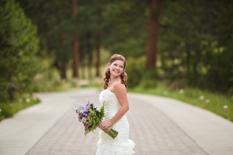 bride-at-della-terra-estes-park-co