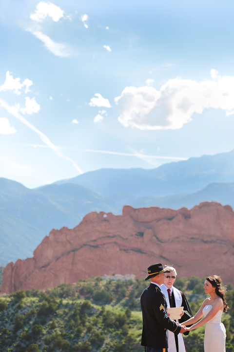 Garden-of-the-gods-elopement-ceremony