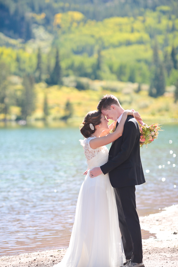 maroon lake elopement wedding ceremony