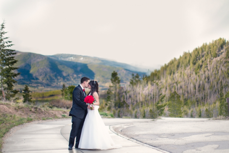 rainy-colorado-mountain-wedding