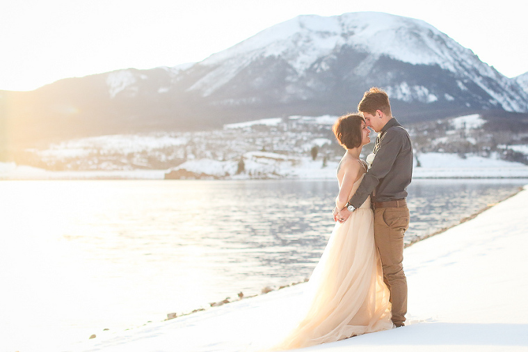 Winter elopement on the shores of Lake Dillon in Summit County Colorado
