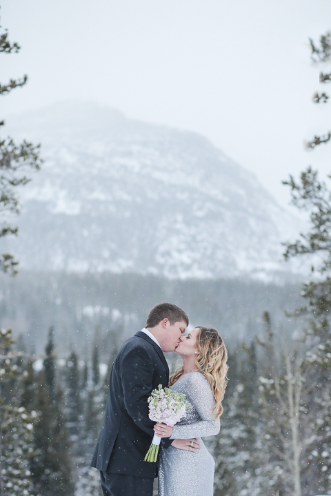 eloping in rocky mountain national park in colorado