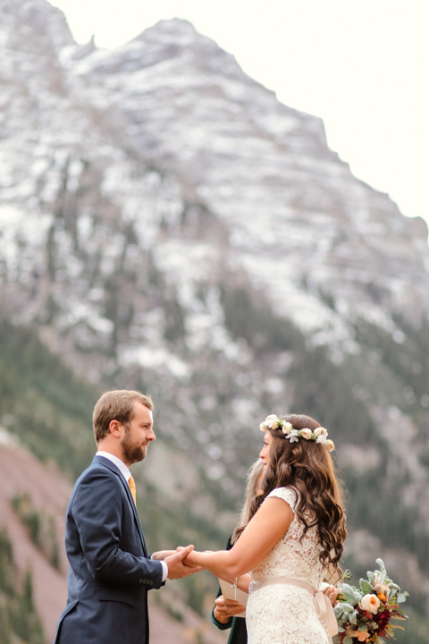 fall elopement in aspen colorado at the maroon bells with just a little snow on the mountains