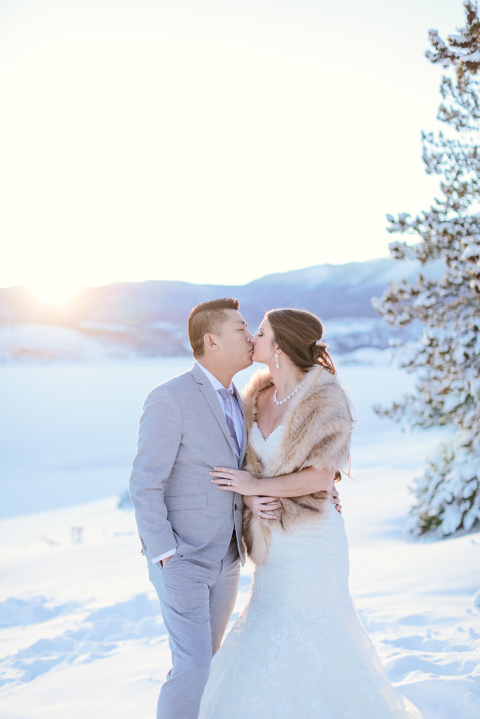 Bride and groom elope in the snow in Colorado
