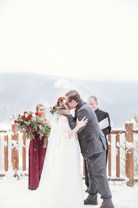 An amazing winter wedding in Colorado for family-only